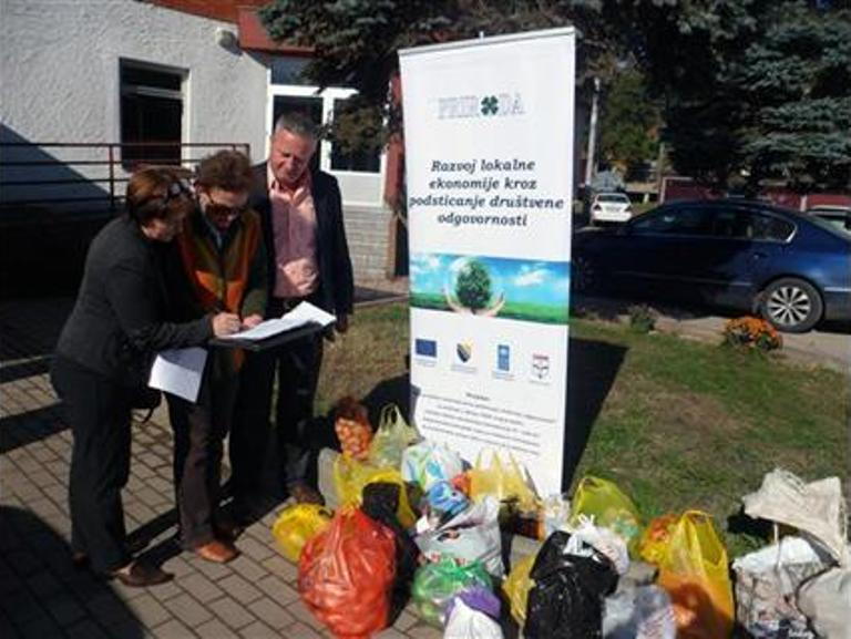 Šekovići: Prikupljene namirnice za najsiromašnije