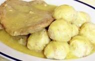 Recept dana- Knedle od hljeba i šnicle sa bijelim lukom i senfom