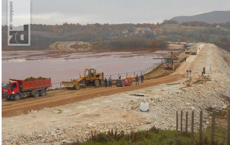"""Photo of """"Alumina"""" investirala oko četiri miliona maraka u nadogradnju brane crvenog mulja"""