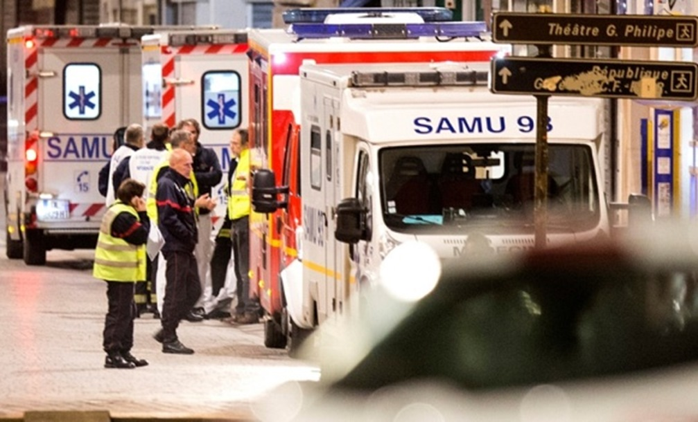 Pariz: Žena se raznijela eksplozivom tokom policijske akcije. Terorista ostao u opkoljenom stanu