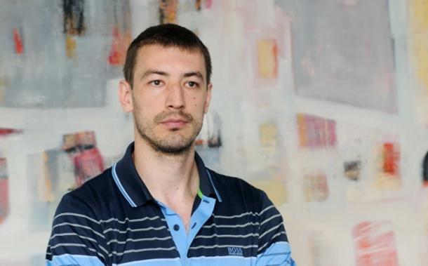 Photo of Marko Šćekić, nekadašnji košarkaš as, dres mijenja odijelom