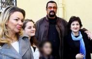 Čuveni glumac Stiven Segal u Beogradu: Posjetio prihvatilište za djecu!