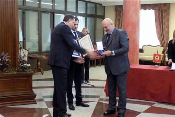 Photo of Dodik odlikovao zaslužne pojedince i institucije