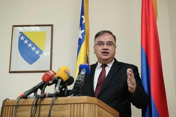 Photo of Ivanić: Dodik se služi najnižim mogućim riječnikom