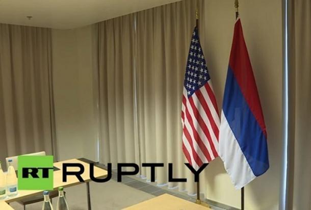 Srpska zastava, uz američku, na sastanku Lavrova i Kerija (2)