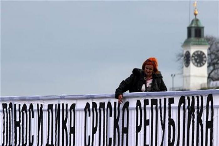 Photo of Transparenti u Novom Sadu povodom Dana Republike Srpske: Ponos i dika Srpska Republika (foto)