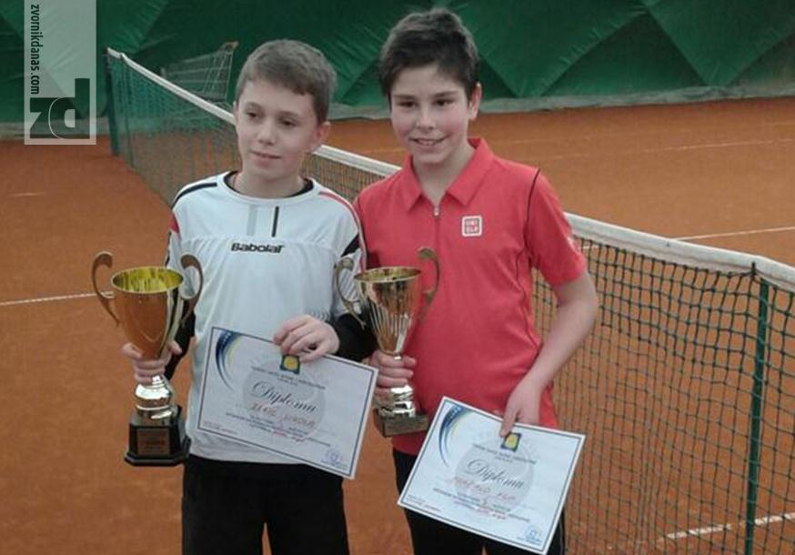 Photo of ZEKIĆ POSTAO PRVAK BIH: Još jedan uspjeh mladog tenisera iz Zvornika