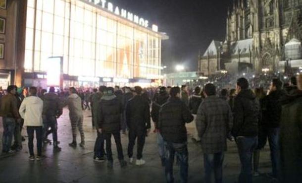 Migranti pljačkali i pipali žene: Evo šta se tačno događalo u Kelnu