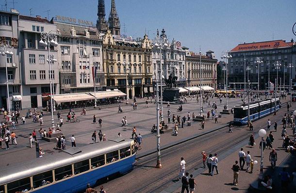 "Photo of ""Srbe na vrbe"" ispred zagrebačkog vrtića"
