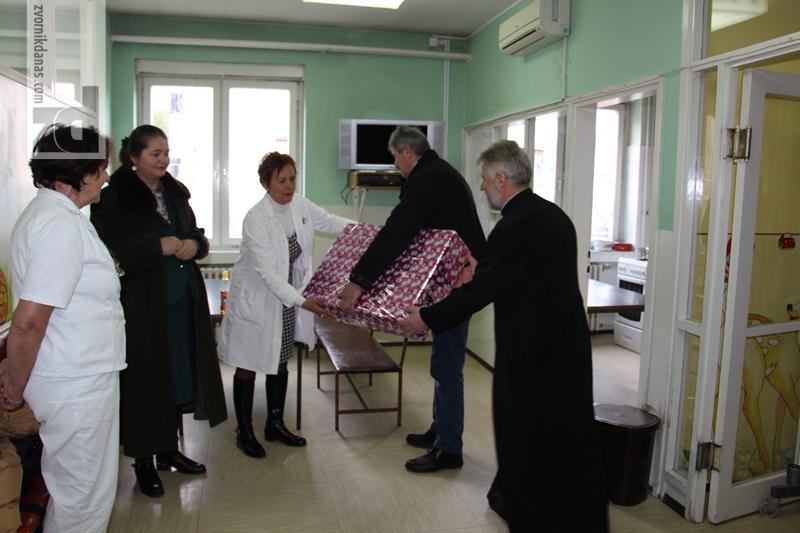 Photo of Boškovići poklonili televizor dječijem odjeljenju
