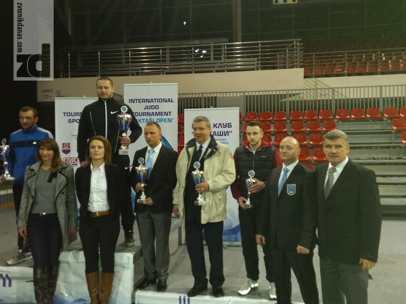 Photo of Dvije zlatne medalje za Vasilija Vujičića i poziv za reprezentaciju BiH