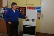 """Sindikalne organizacije kompanije """"Alumina"""" kupile električni štednjak Milutinu Periću"""