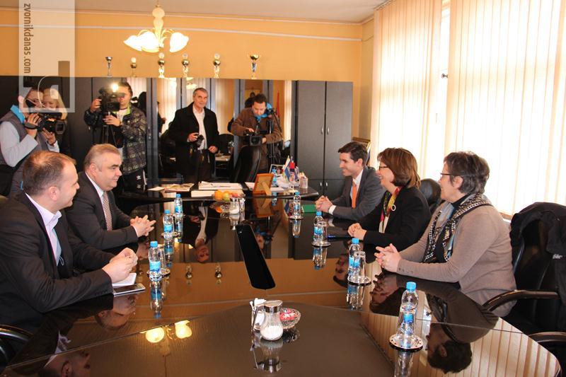 Photo of Ambasadorka Kormak posjetila Zvornik