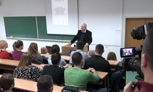 Photo of Traže hitno uvođenje srpskog jezika na svim fakultetima