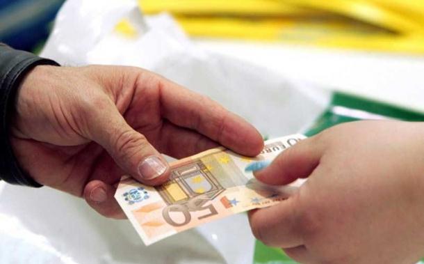 Lažnim evrima plaćali svijeće u crkvi