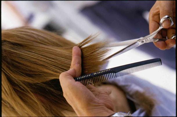 U banjalučkoj Medicinskoj školi profesorica za kaznu ošišala čitav razred