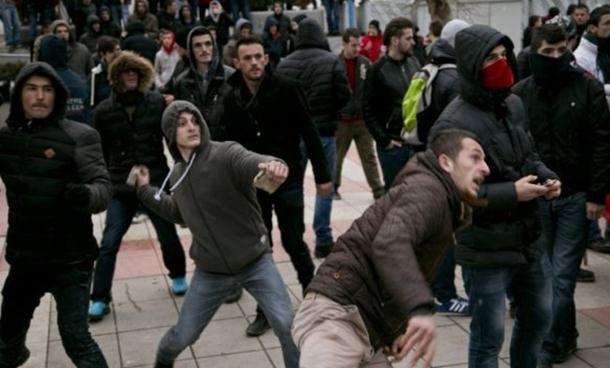 Photo of Fajnenšel tajms: Kosovo klizi u totalnu anarhiju