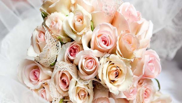 Kreativni romantični pokloni: Cvjetni aranžmani od ruža koji će vas ostaviti bez daha