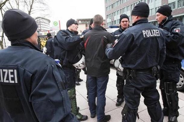 Photo of Hamburg: Srbi i Crnogorci se tukli sjekirama, pa gazili jedni druge