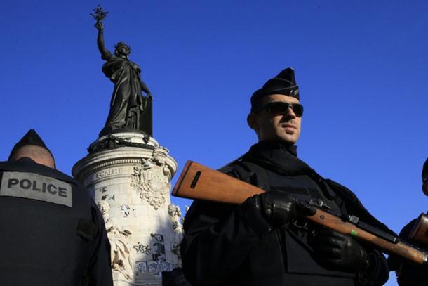 Photo of Pariz: Još jedan par uhapšen zbog kola sa plinskim bocama