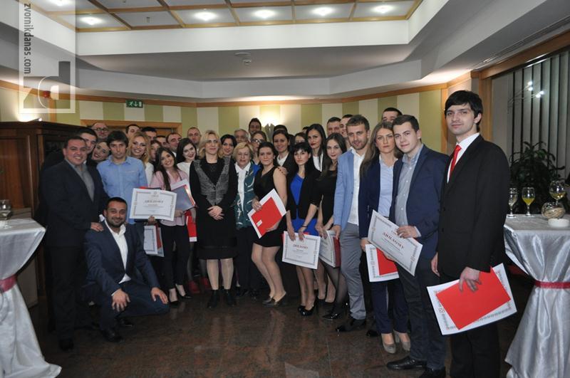 Photo of Tri Zvorničanke završile Školu novih lidera