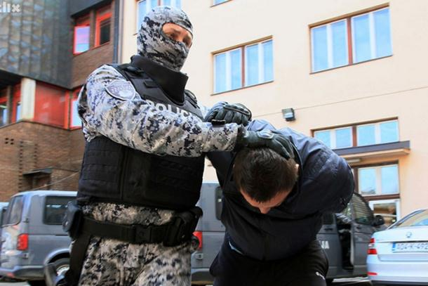 Photo of Pretresi na 18 lokacija u Tuzlanskom kantonu: Uhapšeno šest osoba na području Tuzle i Lukavca