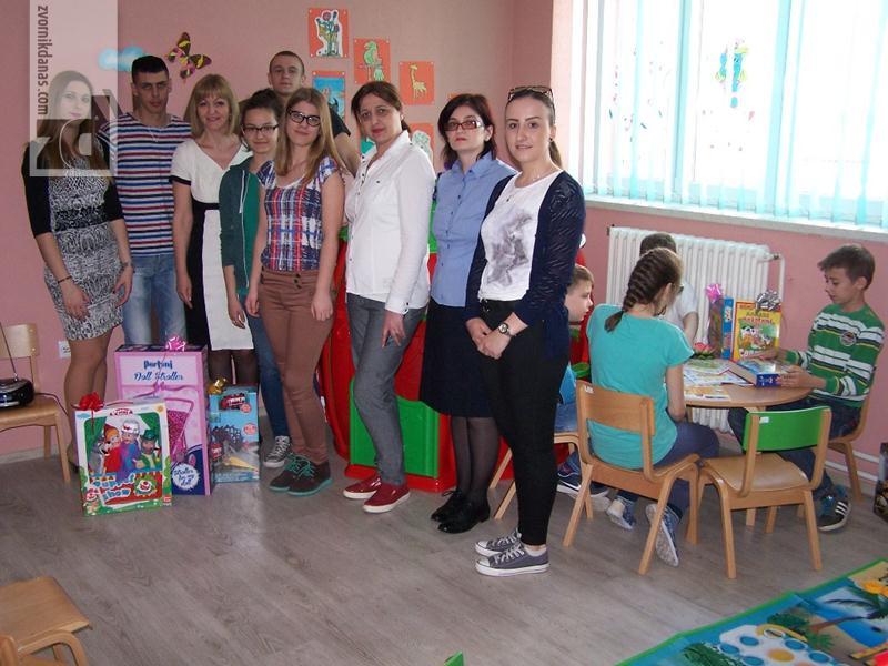 Photo of Srednjoškolci donirali 1.700 KM za Centar za djecu sa posebnim potrebama