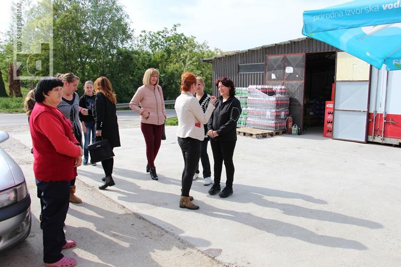 Photo of Aktiv žena SNSD-a donirao pakete porodicama na Branjevu