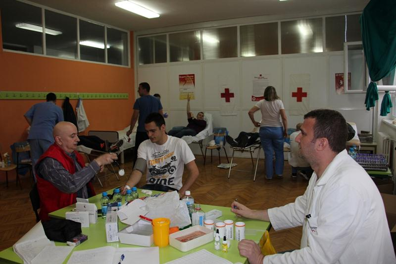 """Photo of U SŠC """"Petar Kočić"""" prijavilo se 130 učenika i zaposlenih da daruju krv"""