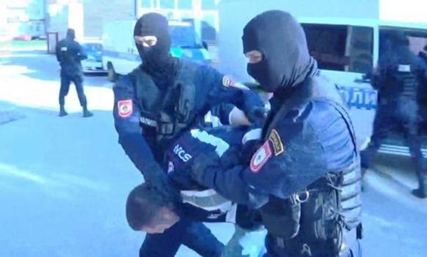 Photo of Uhapšeni pa sve priznali: Ovo su pljačkaši zlatare (foto)