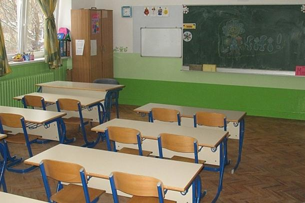 Kiseljak: Nastavnik bacao stolove u učionici, povrijeđeno šest učenika