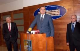 Miting i kontramiting: Dodik zove opoziciju na dogovor