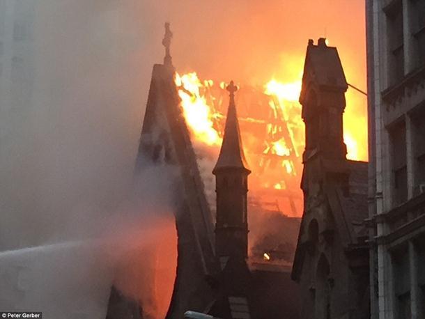 Pomoć uništenom hramu u Njujorku stiže sa svih strana