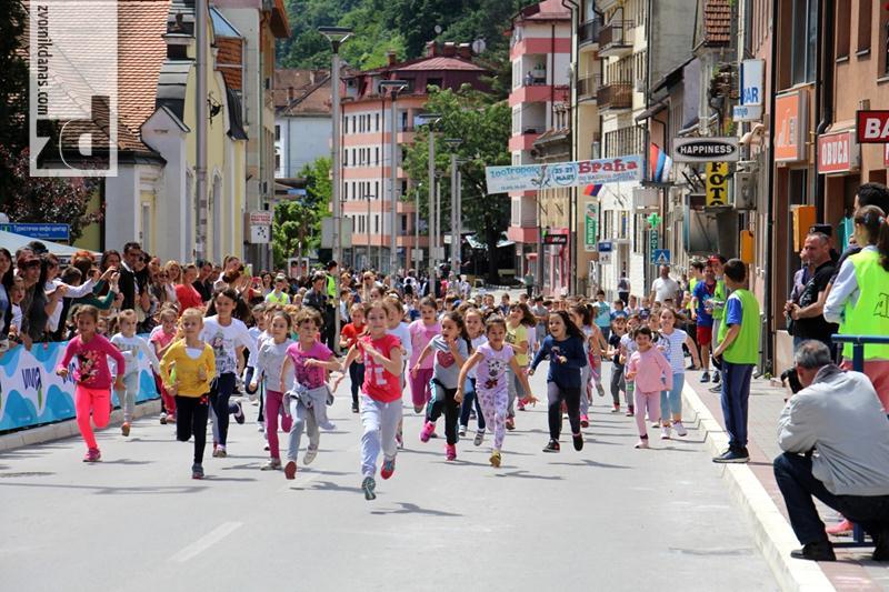 Photo of Preko 1.000 učesnika na Uličnoj trci (foto)