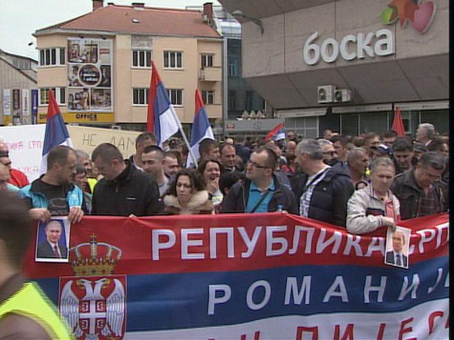 Photo of Na mitingu više od 35.000 ljudi, na protestima oko 6.000