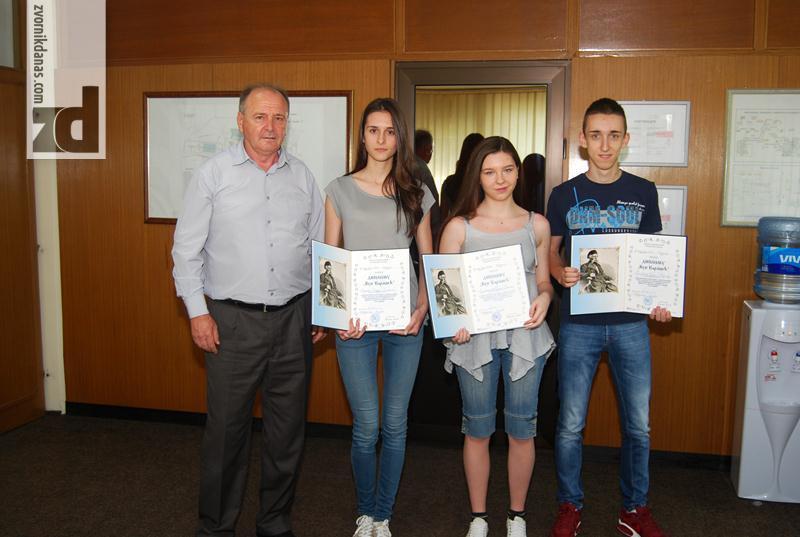 Photo of Alumina: Prijem za djecu radnika sa Vukovom diplomom