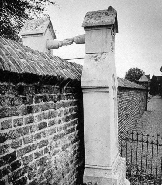 Grob žene katolkinje i muškarca protestanta, Holandija, 1888.