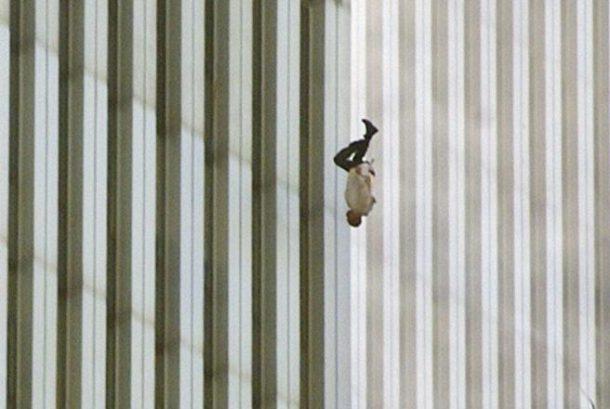 """Muškarac koji pada sa Svjetskog trgovačkog centra, 9. 11. """"Padajući čovjek"""""""