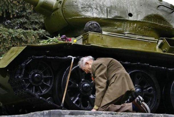 Ratni veteran je pronašao stari ruski tenk u kojem je proveo cijeli rat. Tenk sad stoji kao spomenik prošlim vremenima.
