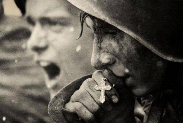 Ruski vojnik se priprema za Bitku kod Kurska, 1943.