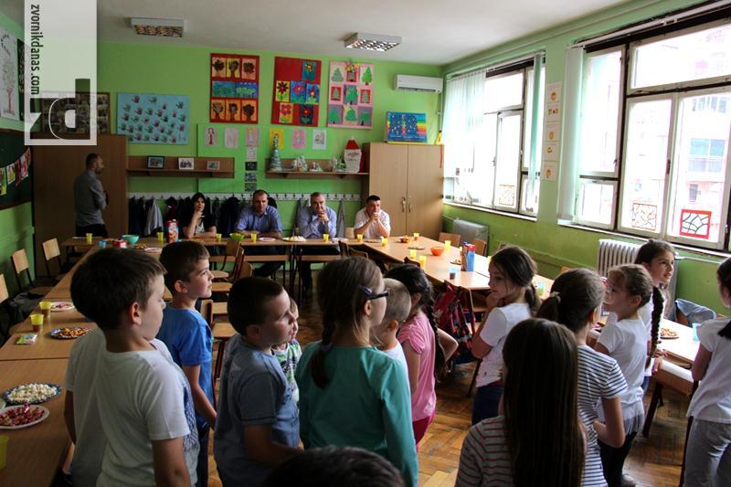 Photo of Sredstvima iz gradskog budžeta kupljen nov namještaj za učionicu