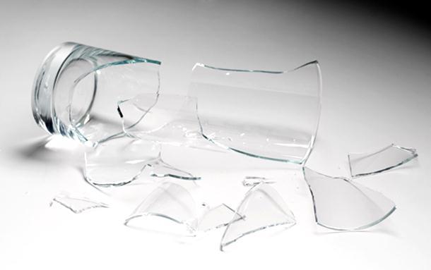 Modriča: Gost polupao flaše i čaše, pa ga gazda njima isjekao