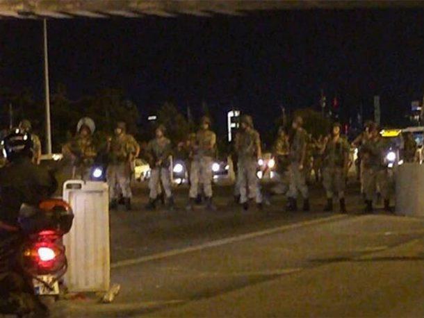 Photo of Državni udar u Turskoj: Vojska objavila da je preuzela potpunu kontrolu nad vladom