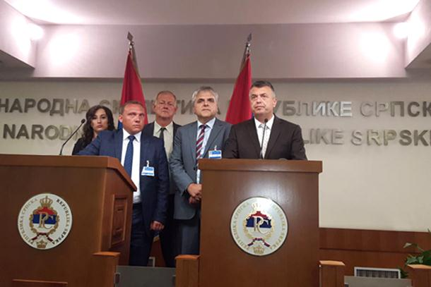 Nakon burne rasprave i teških riječi poslanici koalicije Domovina napustili sjednicu Skupštine RS
