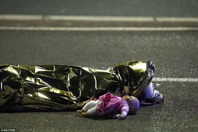 Photo of Ovo nije čovjek, ovo nema religiju: Najpotresnija fotografija iz Nice