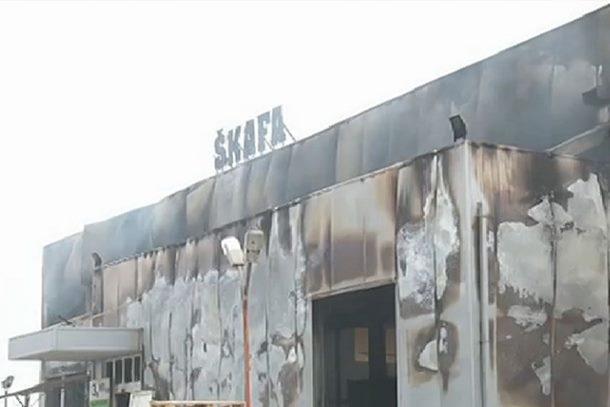 """Photo of Izgorio sarajevski tržni centar """"Škafa"""", vatrogasci još na terenu"""