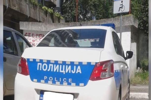 Policajac kažnjen zbog nepropisnog parkiranja