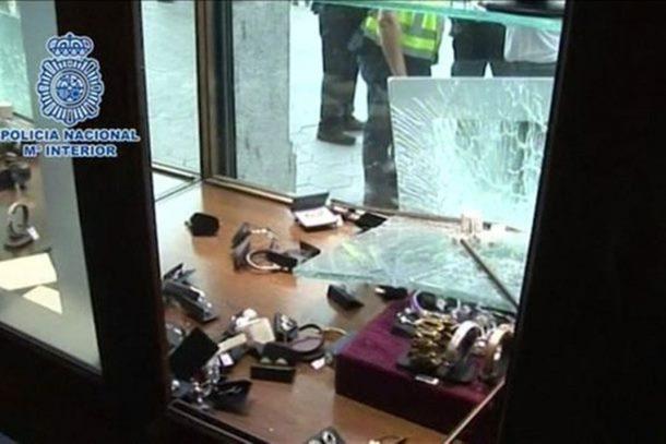 Pet srpskih Pink Pantera za 48 sekundi ukrali nakit od 400.000 evra