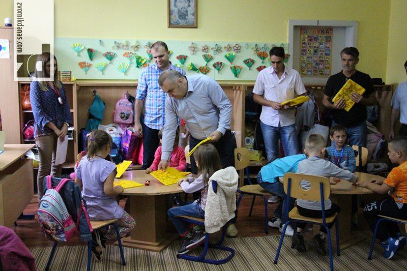 Photo of Gradonačelnik sa poklonima i lijepim željama čestitao prvacima polazak u školu