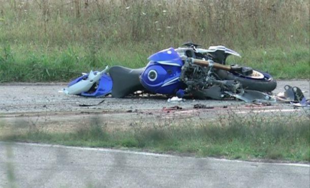 Motociklista podletio pod kamion